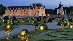 loirevalleystay tour of the Chenonceaux castle in the Loire Valley