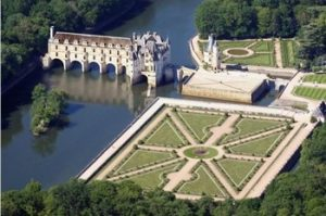 Tour of the Chenonceaux castle by loirevalleystay.com