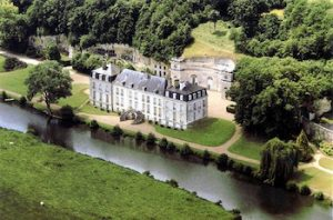 Visit the grounds of the Rochambeau castle with Loirevalleystay.com